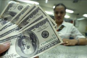 El dólar blue marca este mediodía un nuevo récord y ya cotiza a $7,20