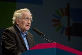 Noam Chomsky, galardonado en la Argentina