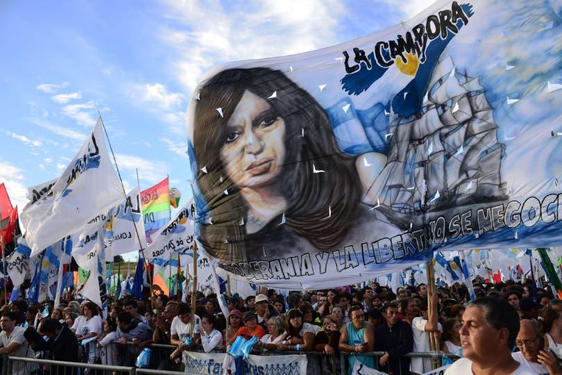 La Cámpora estuvo presente en el acto. Foto: AFP