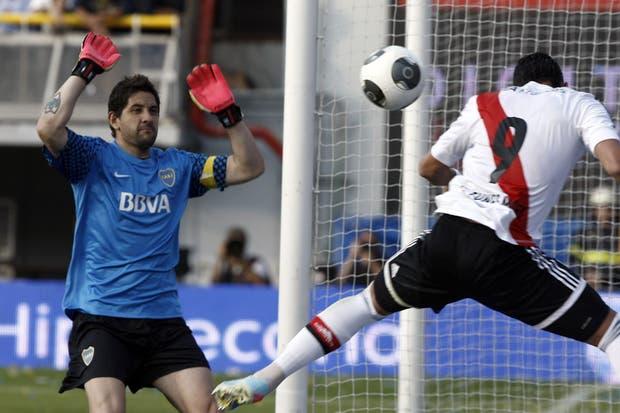 Los guantes afrancesados de Agustín.  Foto:LA NACION /Jorge Quiroga