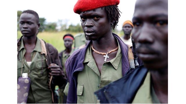 Rebeldes en Yondu, el día antes de un asalto a los soldados del Ejército de Liberación del Pueblo de Sudán en la frontera con Uganda, Sudán del Sur,
