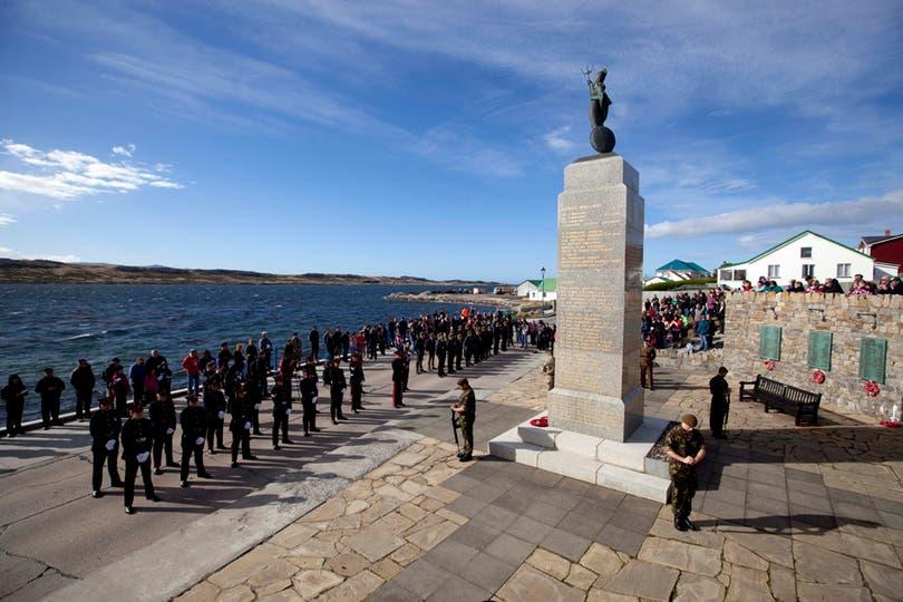 Miembros del Servicio Voluntario de Defensa de las Islas Malvinas durante la ceremonia de homenaje a los miembros que pelearon en 1982. Foto: LA NACION / Rodrigo Néspolo
