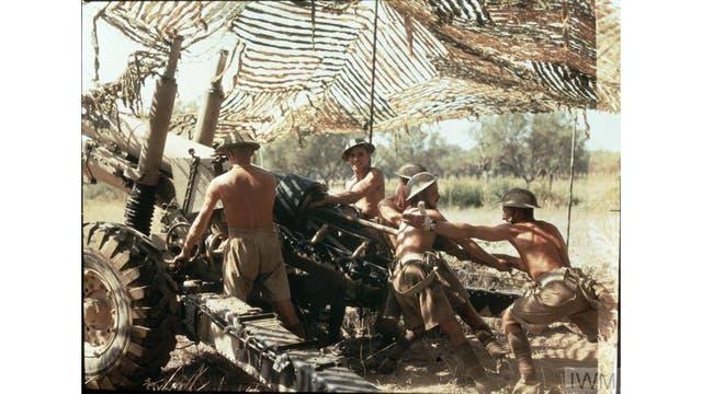 Medio regimiento, artillería real, en acción en Italia, septiembre de 1943.