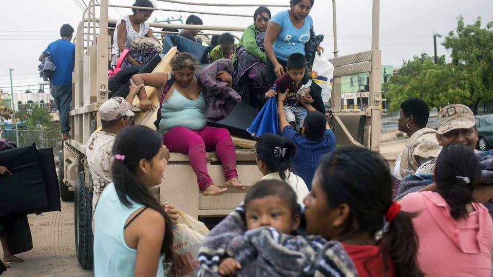Los evacuados son llevados a centros improvisados en escuelas y clubes. Foto: AFP