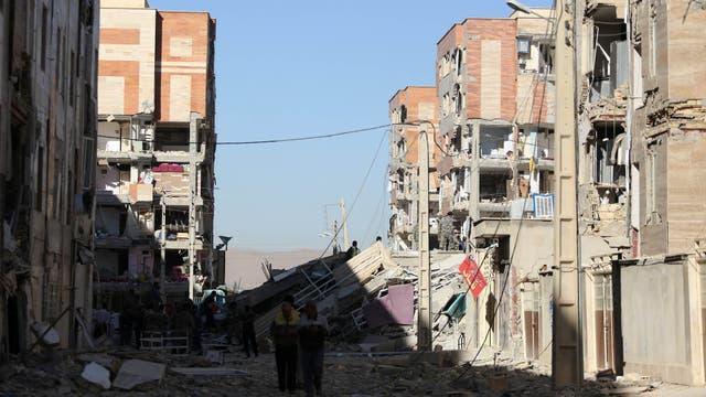 Las calles quedaron cubiertas de edificios que colapsaron tras el terremoto