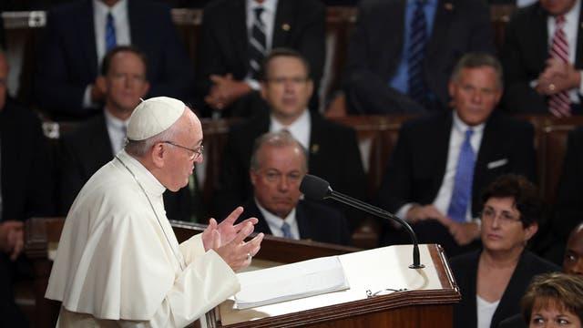 """""""Un buen político es aquel que, teniendo en mente los intereses de todos, toma el momento con un espíritu abierto y pragmático"""", dijo el Papa en el Capitolio"""