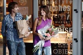 Marcelo y Belén Ranno salen de i Central Market, uno de los primeros delis, en Puerto Madero