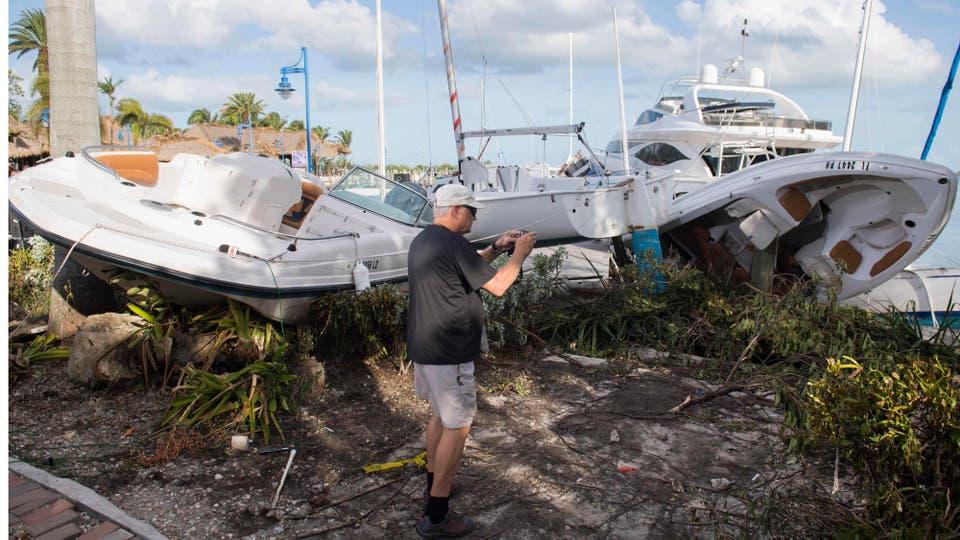 Los veleros quedaron apilados en la costa. Foto: AFP