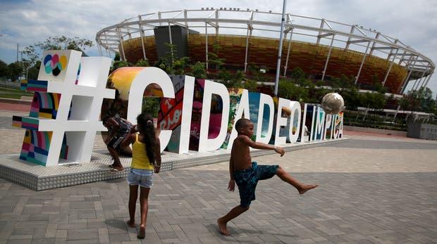Río, un año después de la fiesta: más problemas sociales, estadios en desuso y obras incumplidas