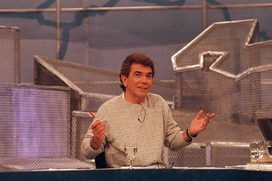 Aquí, en su programa Estudio País, en canal 7 (07/8/2000). Foto: Archivo
