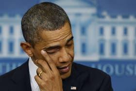 Obama se seca las lágrimas en una pausa de su discurso tras el tiroteo en EE.UU.