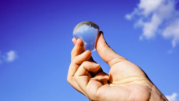 Ooho es una burbuja biodegradable para almacenar agua