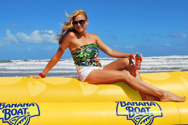 Laura Azcurra disfrutó de las playas de Mar del Plata y eligió usar el pareo como top. Foto: Gentileza Ver y Comunicar