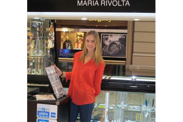 Paulina Trotz estuvo en María Rivolta, chusmeando los nuevos diseños. Foto: Muchnik PR