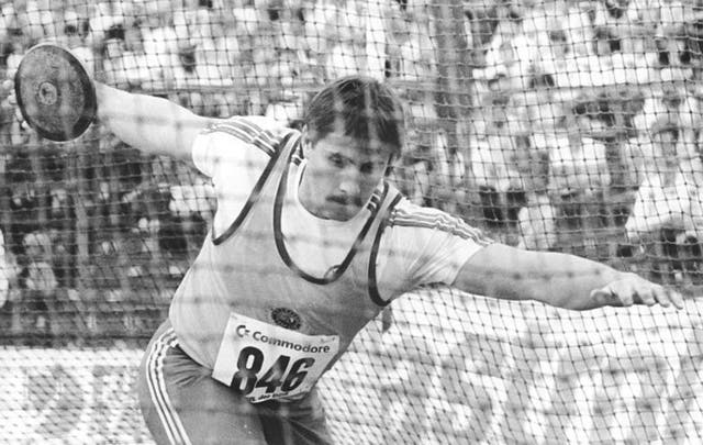 El alemán Jurgen Schult posee el récord masculino más longevo: logró una distancia de 74.08m en lanzamiento de disco y lo hizo en Neubrandenburg el 6 de junio de 1986
