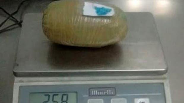 La droga escondida en preservativos de látex