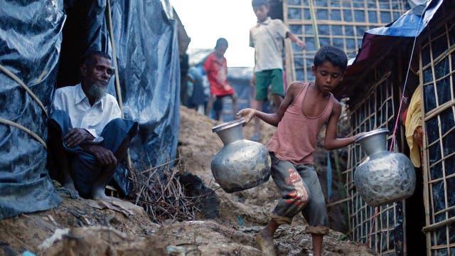 Las condiciones en las que viven en los campos de refugiados improvisados son muy malas