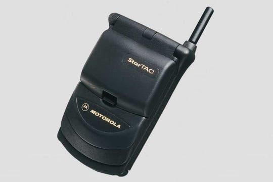 Motorola StarTAC (1996).