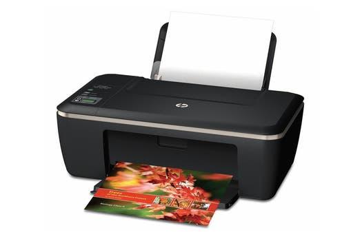 HP Advantage 2515: inyección de tinta multifunción, permite impresión, copia y escaneo, con conexión USB.