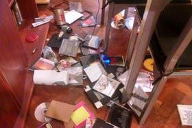 Desde Mendoza, un joven en Twitter mostró cómo quedaron sus CD después del sismo