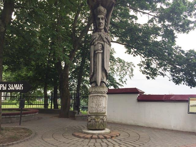 La estatua de madera del Gran Duque Vitautas, que gobernó Grodno en el siglo XIV, fue tallada en un solo tronco