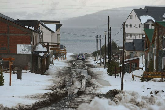 Caviahue desierta y cubierta de nieve espera la erupción del Copahue. Foto: LA NACION / Alfredo Sánchez