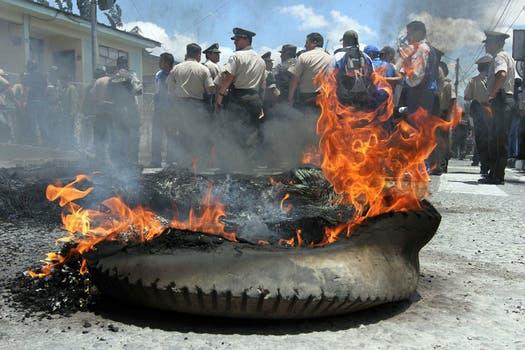 Protestas en las calles de Quito. Foto: AP / lanacion.com