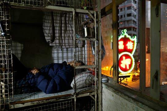 En una Hong Kong con crisis habitacional, unas 100.000 personas viven en la precariedad. Foto: AP
