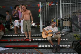 El acampe cultural en la sala Alberdi del Centro Cultural San Martín, que aún continúa generando polémica