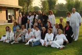 Pacientes participan de una actividad en la Fundación Salud, en Esteban Echeverría, provincia de Buenos Aires