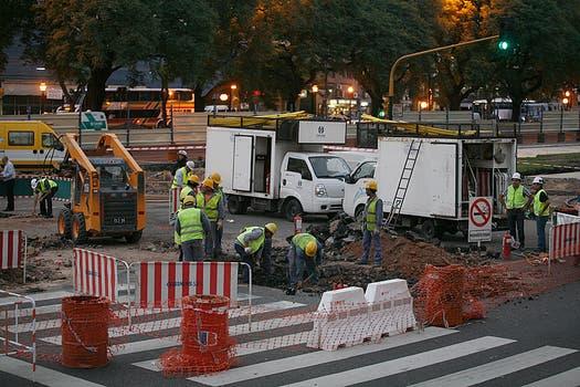 El escape de gas ocurrió ayer, a la altura de Alsina. Foto: LA NACION / Rodrigo Néspolo