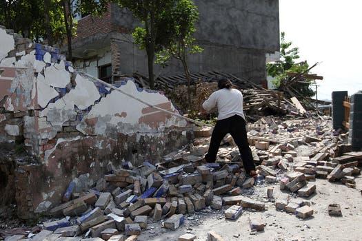 Edificios derrumbados, desprendimientos, grietas, postales del desastre.