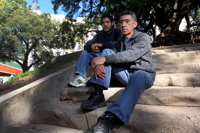 Juan junto a Pablo Juárez, que acompaña las denuncias de familiares de víctimas de tortura policial