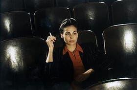 Inés Sastre encarna a la díscola joven que escandalizaba a Leonor Acevedo, en la película de Torre