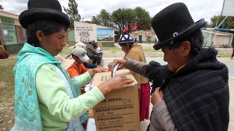 Los bolivianos votaron en el referéndum que define el futuro político de Evo Morales. Foto: EFE
