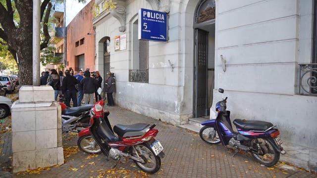Se fugaron diez presos de una comisaría del centro del Rosario, lo hicieron por la cochera del fondo