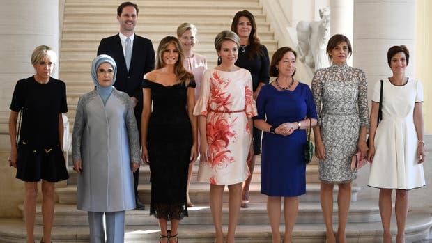 Las primeras damas y el primer caballero, antes de una cena al margen en la cumbre de la OTAN