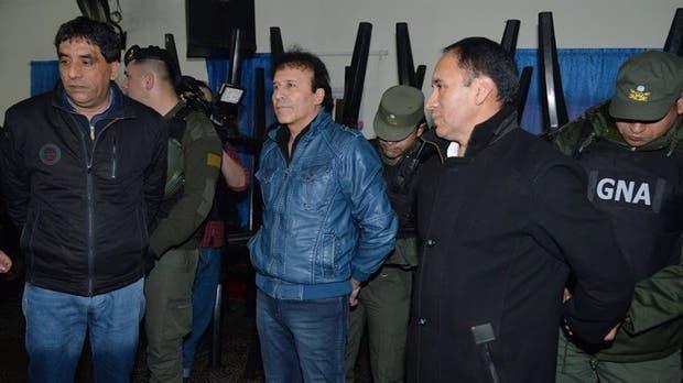 Enrique Antequera, en el centro, fue apresado anteanoche junto con Roberto Ríos y Ramiro Saravia Rodríguez