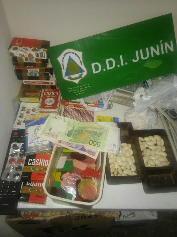 Durante el operativo se secuestraron fichas, mazos de carta y dinero en efectivo