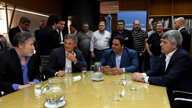 El gremialista Ponce con Cabrera, Triaca y Buryaile en la firma del acuerdo