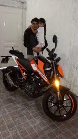 Díaz, con la moto que le robaron