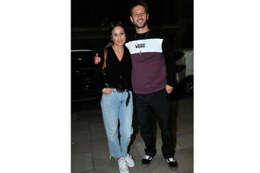 Mercedes Oviedo y su novio, otra de las parejas presentes en la velada