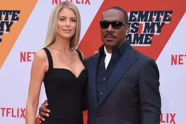 De estreno. Eddie Murphy y su novia, Paige Butch, asistieron a la premiere de la nueva producción de Netflix Dolemite Is My Name, protagonizada por el actor