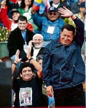 Chávez y Maradona, durante el acto principal de la anticumbre