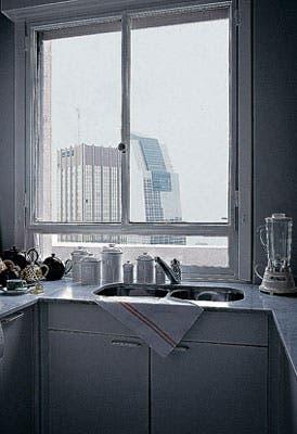 De la cocina se pueden ver las modernas torres de la zona de Retiro