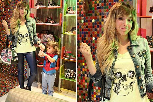 Con un look rocker, Tamara Pettinato pasó por el local de Puro. La acompañó su hijo Milo (¡fan de Spiderman!). Foto: Ninch Comunicación Integral