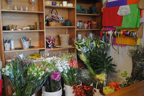 Las flores empaquetadas, recién llegadas del mercado de flores. Foto: Cecilia Wall