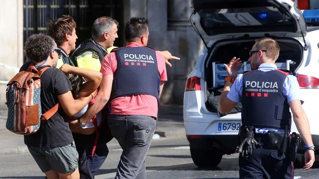 http://bucket1.glanacion.com/anexos/fotos/10/atentado-en-barcelona-2514710w640.jpg