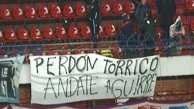 La hinchada mostró su apoyo a Torrico y pidió por la salida del entrenador