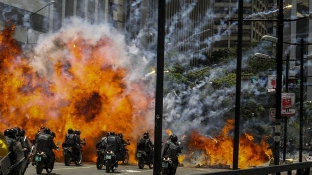 La votación de este domingo para elegir a la Asamblea Constituyente se convirtió en uno de los días más violentos desde empezaron las protestas provocando la muerte de una decena de personas.